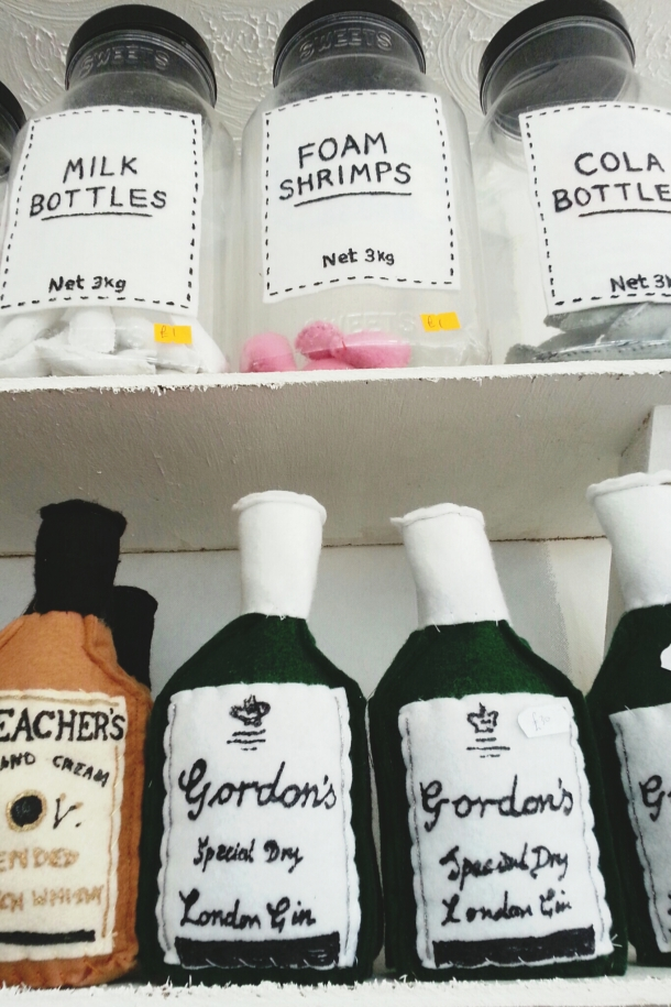 Cornerhshop - gordons gin and foam shrimps