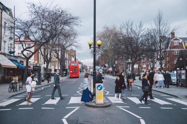 crossing upper street photo by anna pumer photography