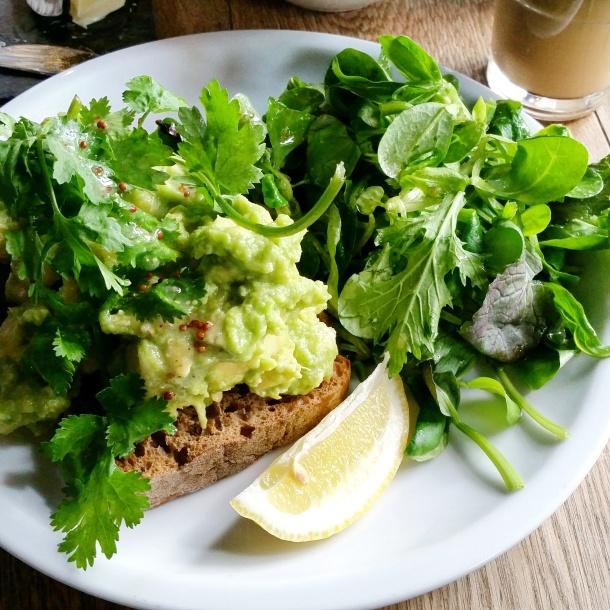 10 Avocado breakfast at Chipps in Berlin