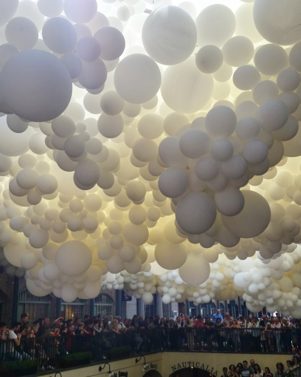 Charles Pétillon's Heartbeat featuring 100,000 balloons at Covent Garden, London 4