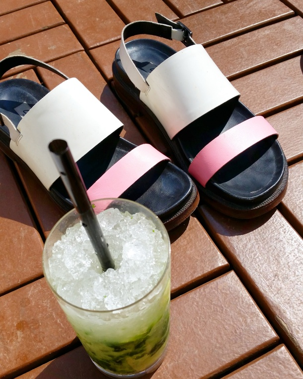 2 Shoes off with a mojito by the pool at the Wellington Hotel