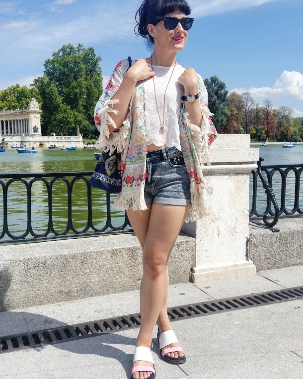 2 What I Wore - crop top, high waisted shorts and kimono jacket