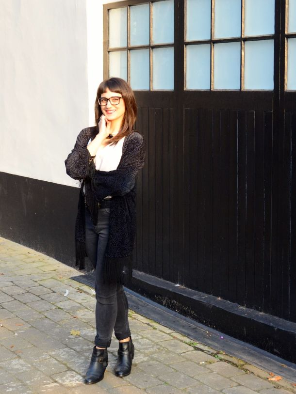 Call Me Katie - What I Wore - AW2015 Black Kimono and ASOS Torque Necklace with V neck - skinny jeans -ankle boots - black kimono - Weekend or Day to Night Look - 07