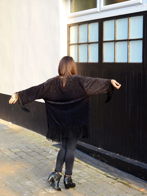 Call Me Katie - What I Wore - AW2015 Black Kimono and ASOS Torque Necklace with V neck - skinny jeans -ankle boots - black kimono - Weekend or Day to Night Look - 09