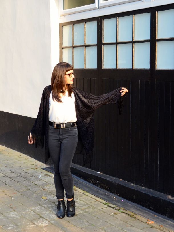 Call Me Katie - What I Wore - AW2015 Black Kimono and ASOS Torque Necklace with V neck - skinny jeans -ankle boots - black kimono - Weekend or Day to Night Look - 10