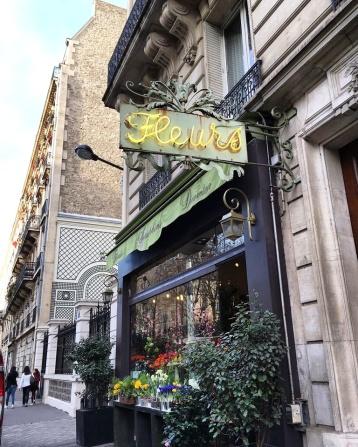 Call Me Katie - Instagramable Spots in Paris - Fleurs neon sign at a flower shop