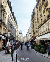 Call Me Katie - Instagramable Spots in Paris - narrow streets